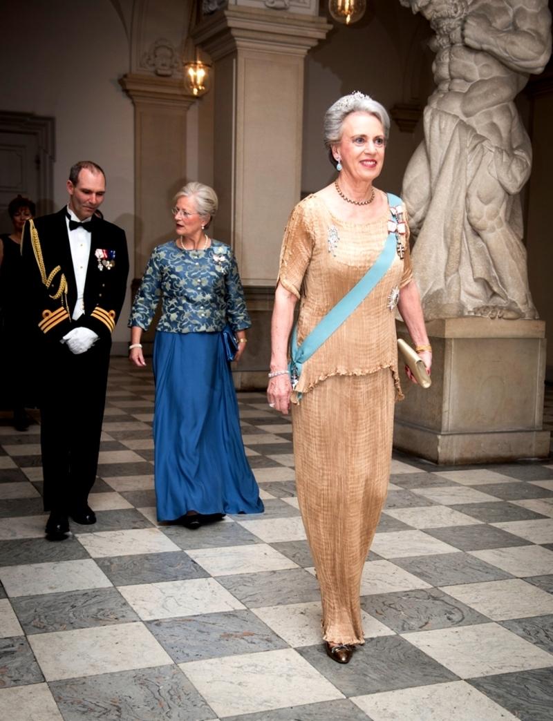 Den-Kongelige-familie-ankommer-gala-12-Christiansborg mars2014.jpg