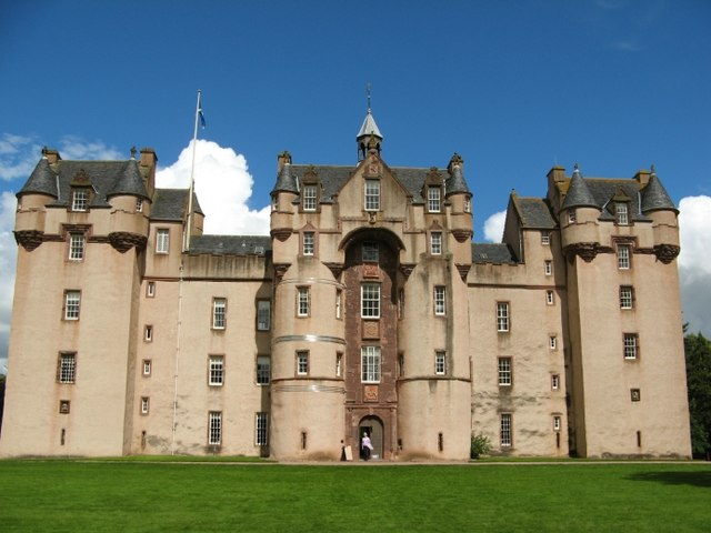 Fyvie_Castle-_Geograph.jpg