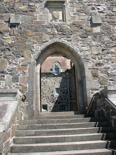duart_castle_entrance.jpg